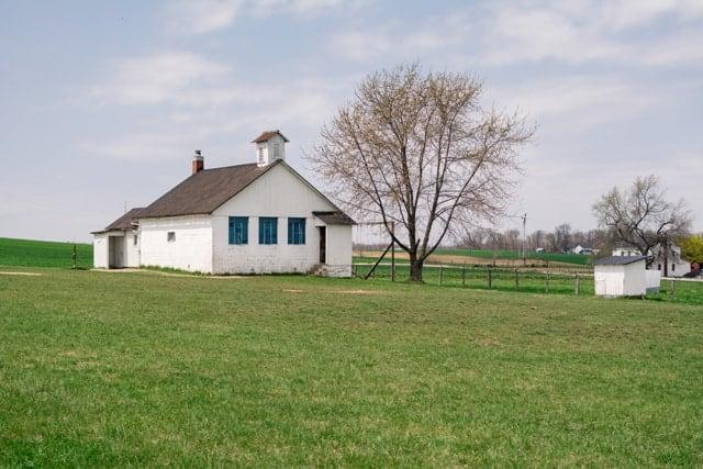 AmishSchoolHouse2